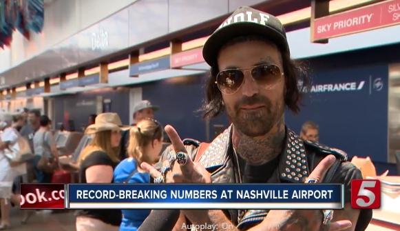 В аэропорту города Нэшвилл, откуда Майкл вылетал, во время покупки билетов, он успел дать небольшое интервью для новостной передачи местного пятого канала