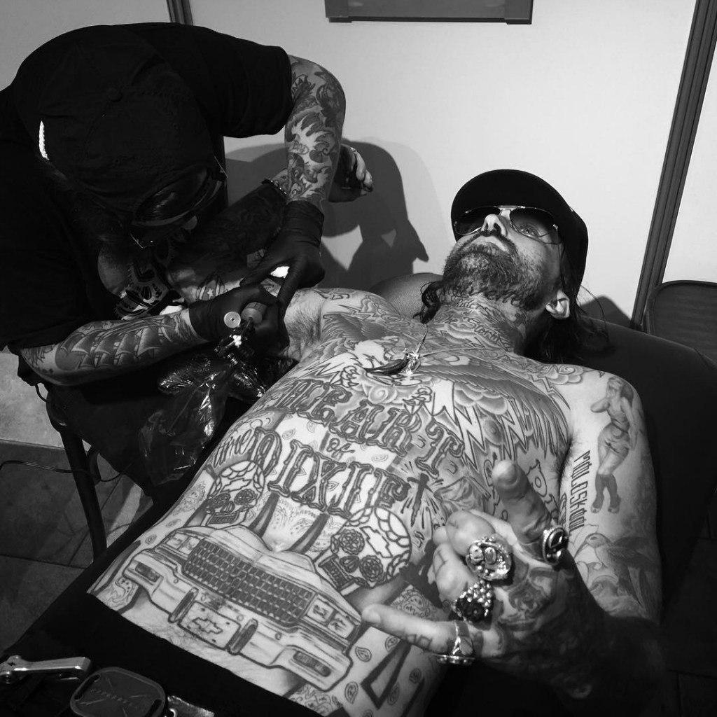Yelawolf набил новую татуировку с изображением енота