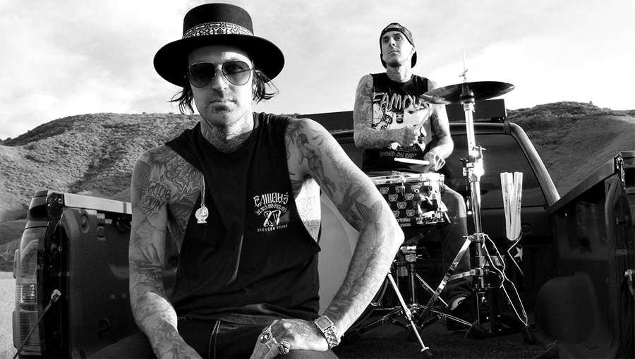 Русский перевод текста трека Travis Barker и Yelawolf — «Out Of Control»