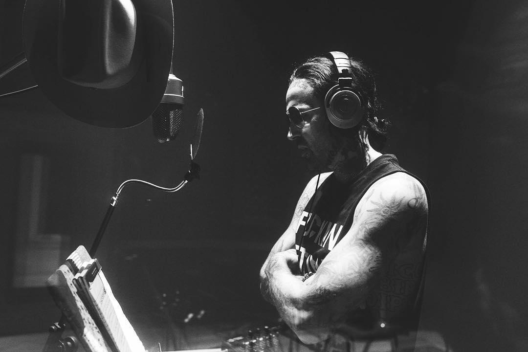 [Эксклюзив] Мировая премьера клипа на Shady Records: Yelawolf — Shadows