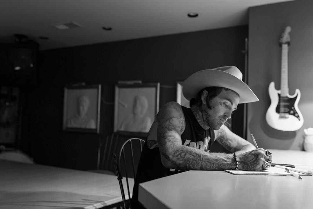 Yelawolf вернулся наконец к рабочему процессу и вновь засел в студии «House Of Blues» в Нэшвилле вместе с Bones Owens, Jim Jonsin и другими.