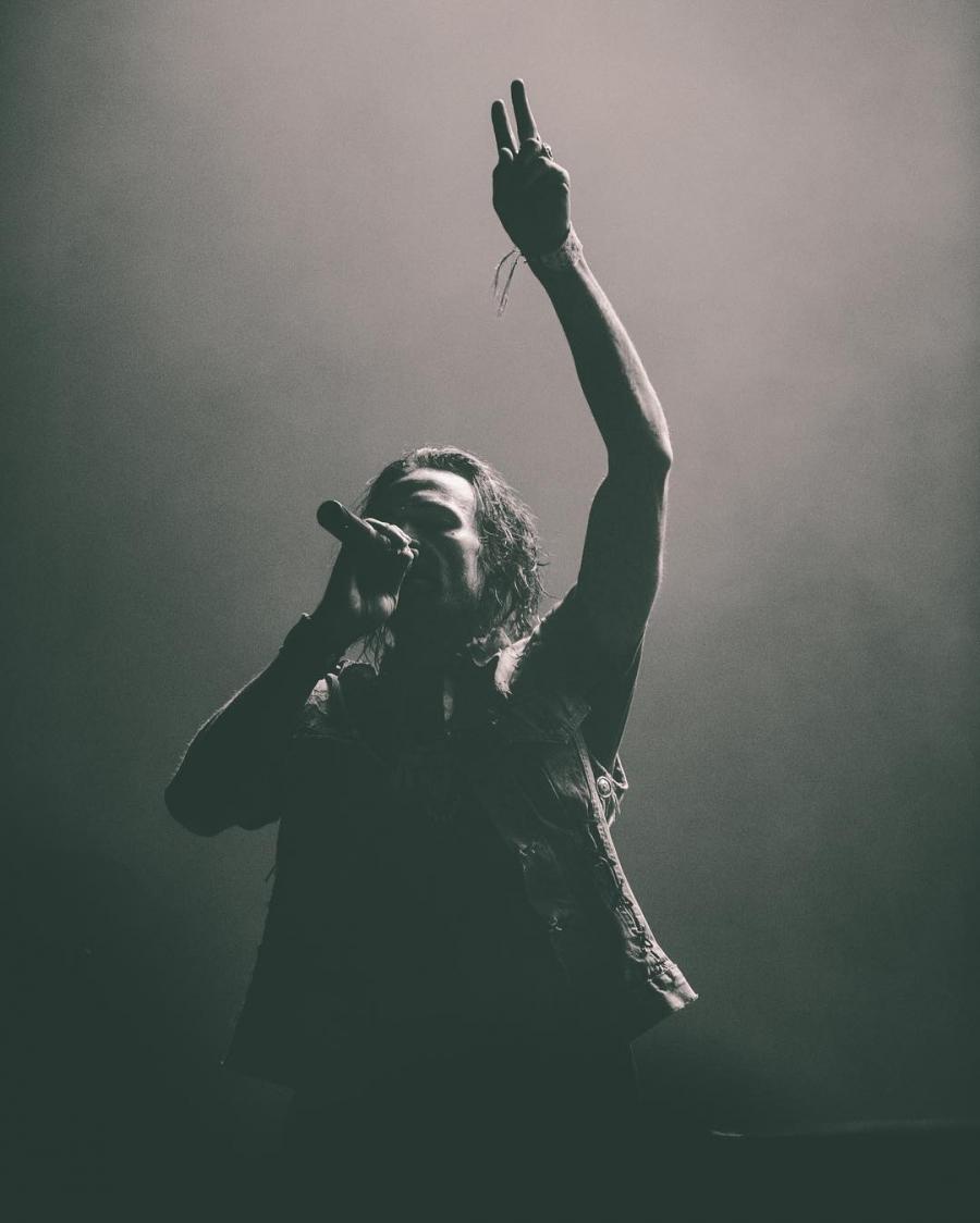 Официальный аккаунт лейбла Interscope Records опубликовал несколько фотографий с концерта Yelawolf'а, который прошёл в Лос-Анджелесе в клубе The Fonda Theatre 22 ноября