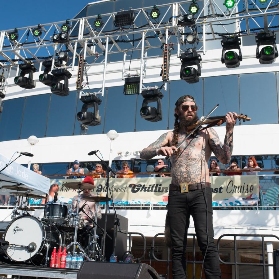 Все это действо происходило с 10 по 14 апреля, следуя по пути из Майами на Багамские острова. Примечательно, что на этом мероприятии в ряды музыкальной банды Йелы вступил скрипач James Gallagher.